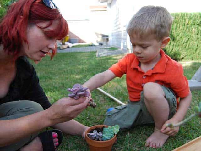 gardening-kids-planting