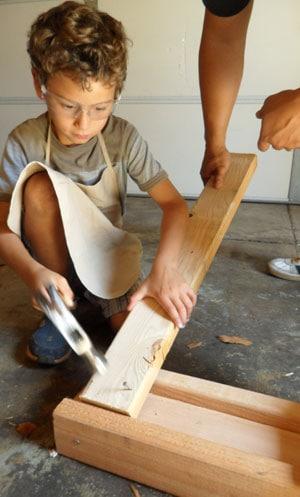 kid-using-hammer