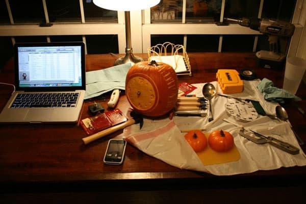 alarm-pumpkin-space