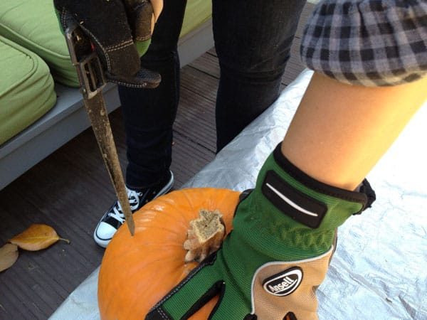 pumpkin-carving-saw