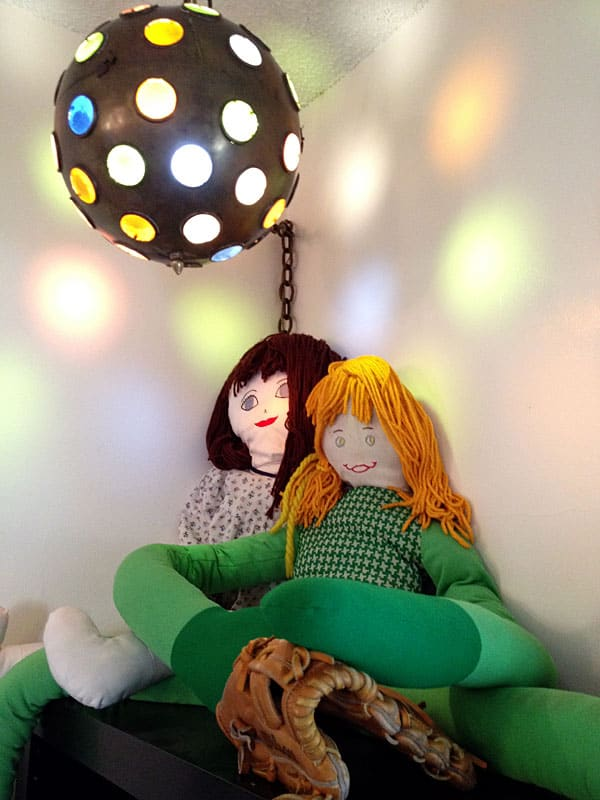 dolls-light-glove