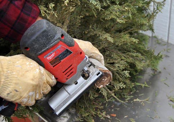 alt-summitl-cutting-tree