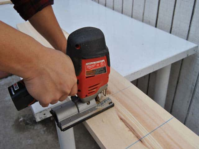 How to Use a Jigsaw for DIY Projects