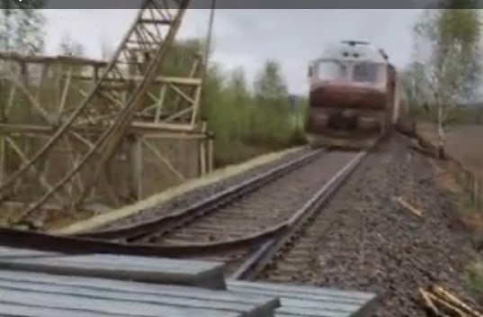 train doing a loop