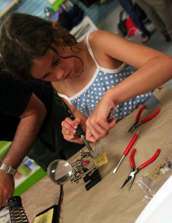 girl-soldering