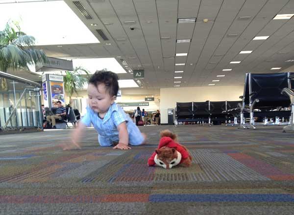 baby-crawling-airport