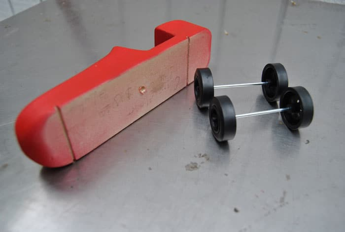 pinewood-derby-car-axles-wheels