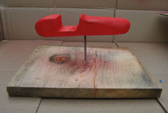 pinewood-derby-car-paintstand