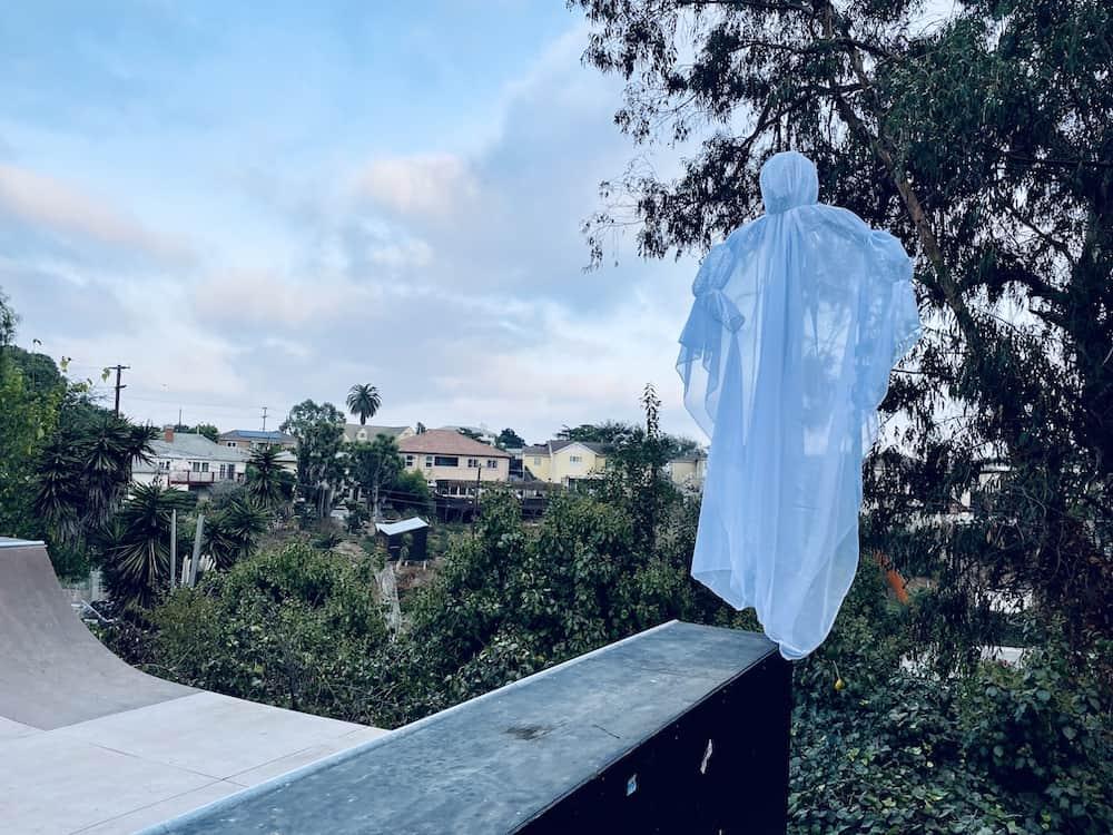 chicken wire halloween ghost